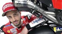 Ducati m enggunakan merk Akrapovic untuk saluran pembuangan alias knalpot. Dengan mesin 1.000cc, GP19 ini diklaim bisa mencapai kecepatan maksimum di atas 350 km/jam (www.ducati.com)