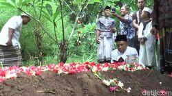 Pemakaman Korban Pembunuhan Dukun di Pasuruan Diwarnai Isak Tangis