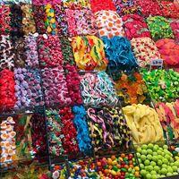 Pencinta Permen Bisa Jajan Lollipop hingga Permen Jelly Jumbo di Sini