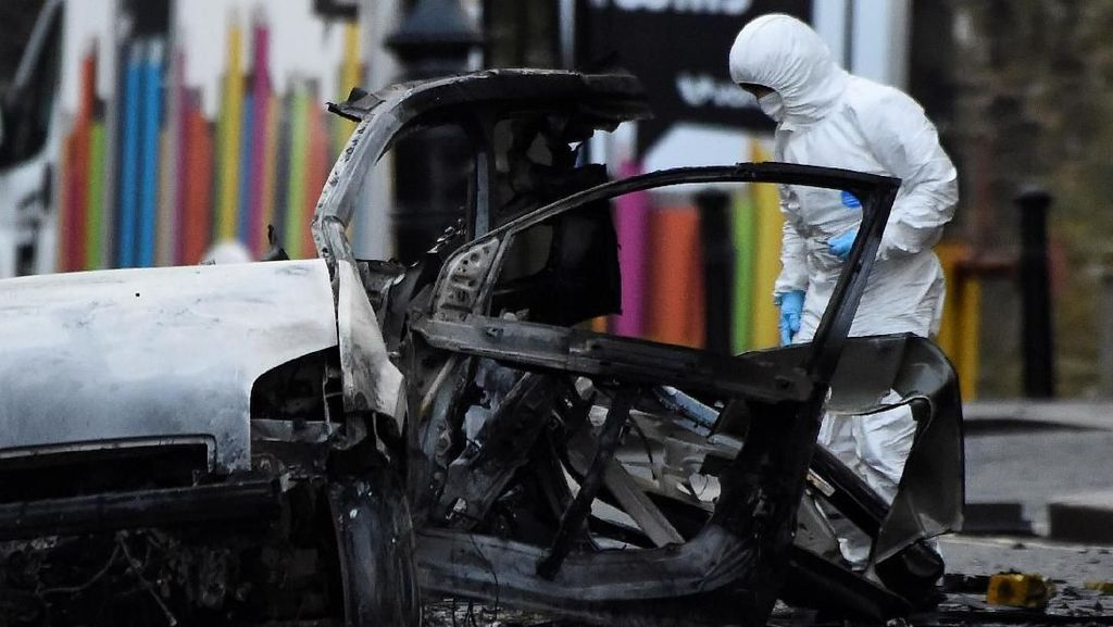 Video Detik-detik Bom Mobil Meledak di Irlandia Utara