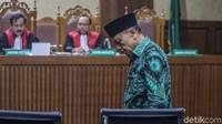 Jaksa KPK Nur Haris juga meminta hakim untuk menjatuhkan pidana tambahan kepada Amin dengan membayar uang pengganti sebesar Rp 2,9 miliar. Jika tidak diganti sesuai waktu hukum tetap, jaksa akan menyita dan melelang aset Amin.