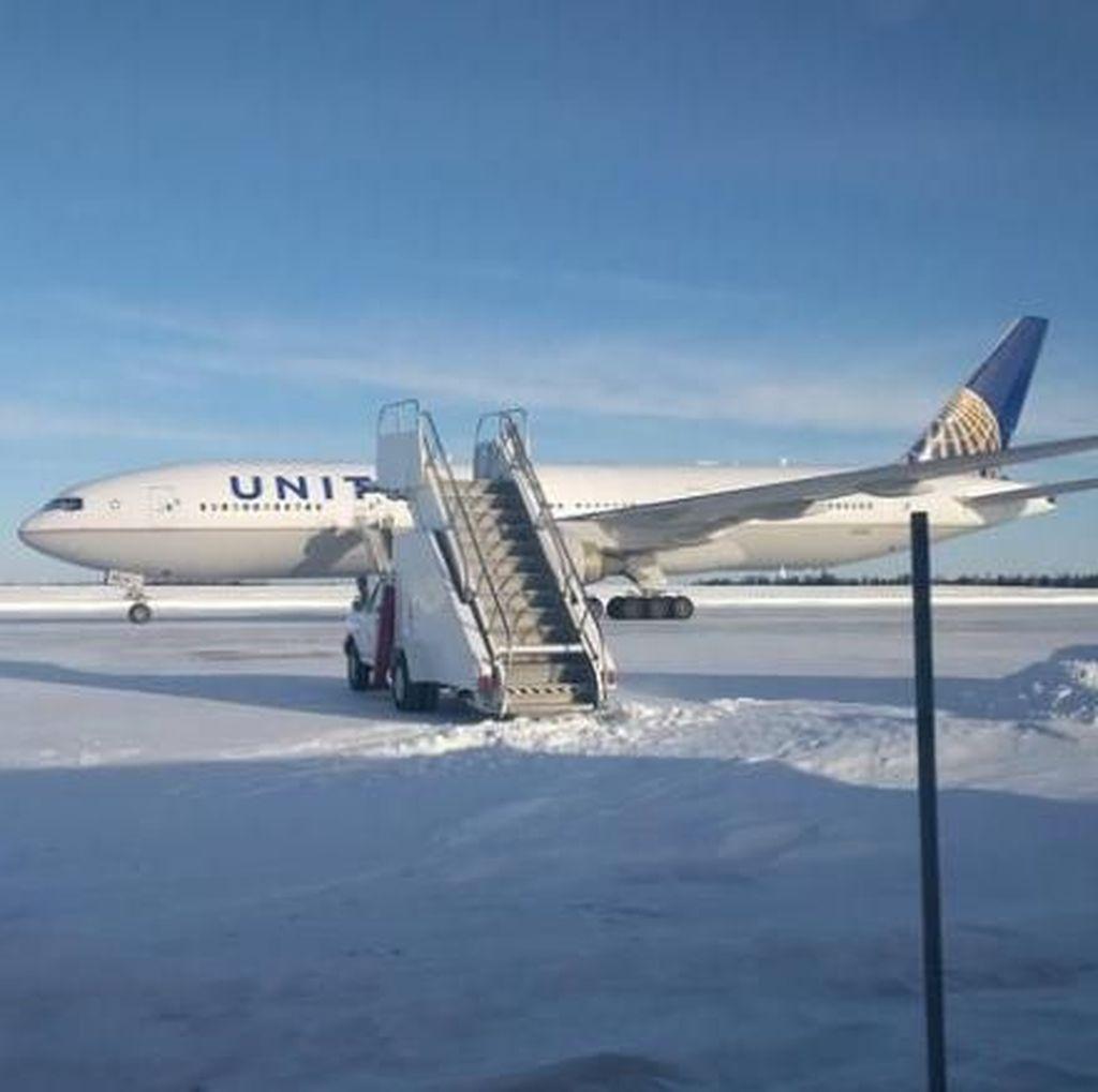 Penumpang United Airlines 16 Jam Terdampar di Suhu -30 Derajat Celsius