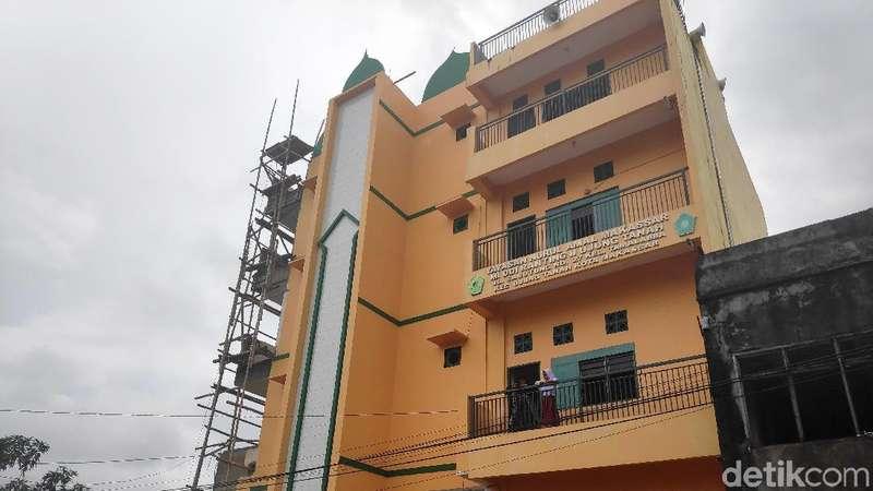 Melihat Masjid 4 Lantai Peninggalan Istri Ustaz Maulana