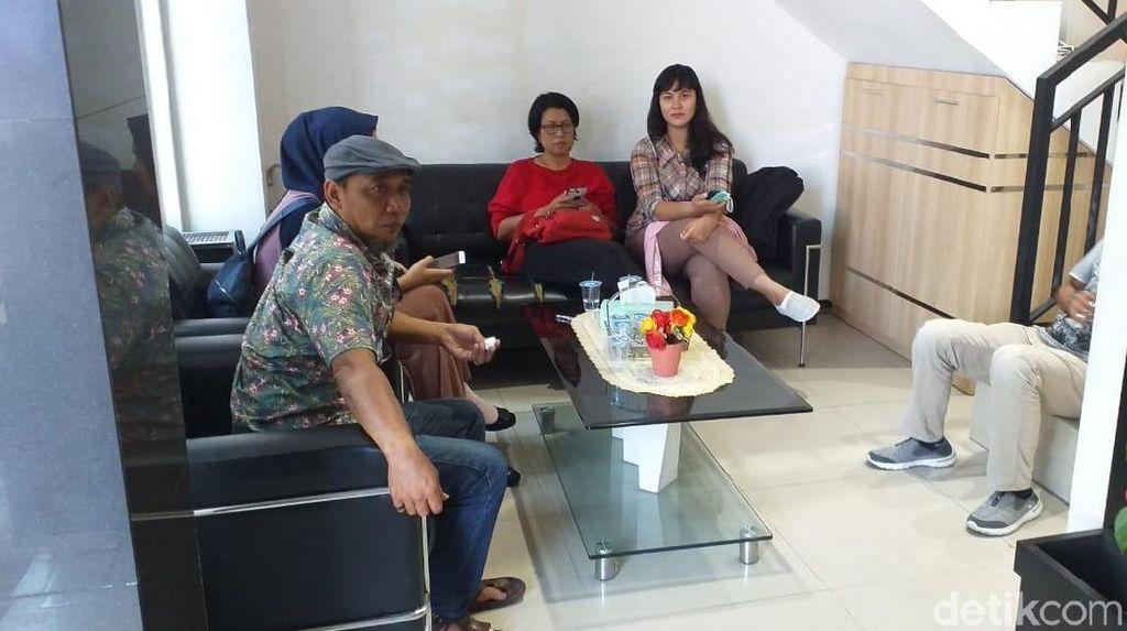 Datangi Mapolda Jatim, Keluarga Vanessa Angel Beri Dukungan Moril