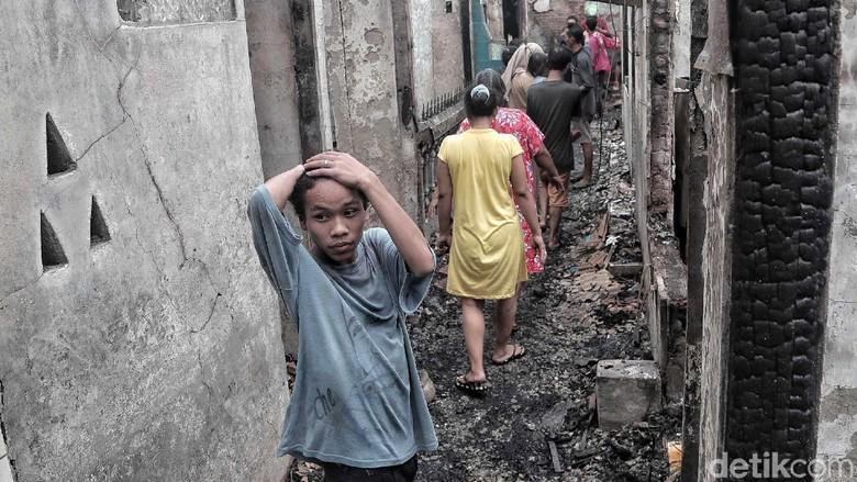 Tangis Pilu Korban Kebakaran Tomang