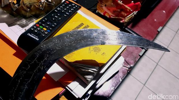 Bandit Bercelurit Tulisan Arab Dibekuk Polisi Sukabumi