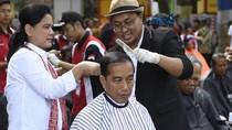 Melihat Lagi Aksi Tukang Cukur Jokowi yang Disindir Kubu Prabowo