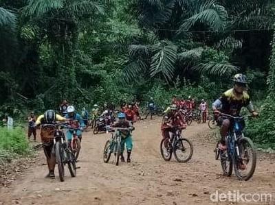 Foto: Komunitas Sepeda Promosikan Wisata Polewali Mandar
