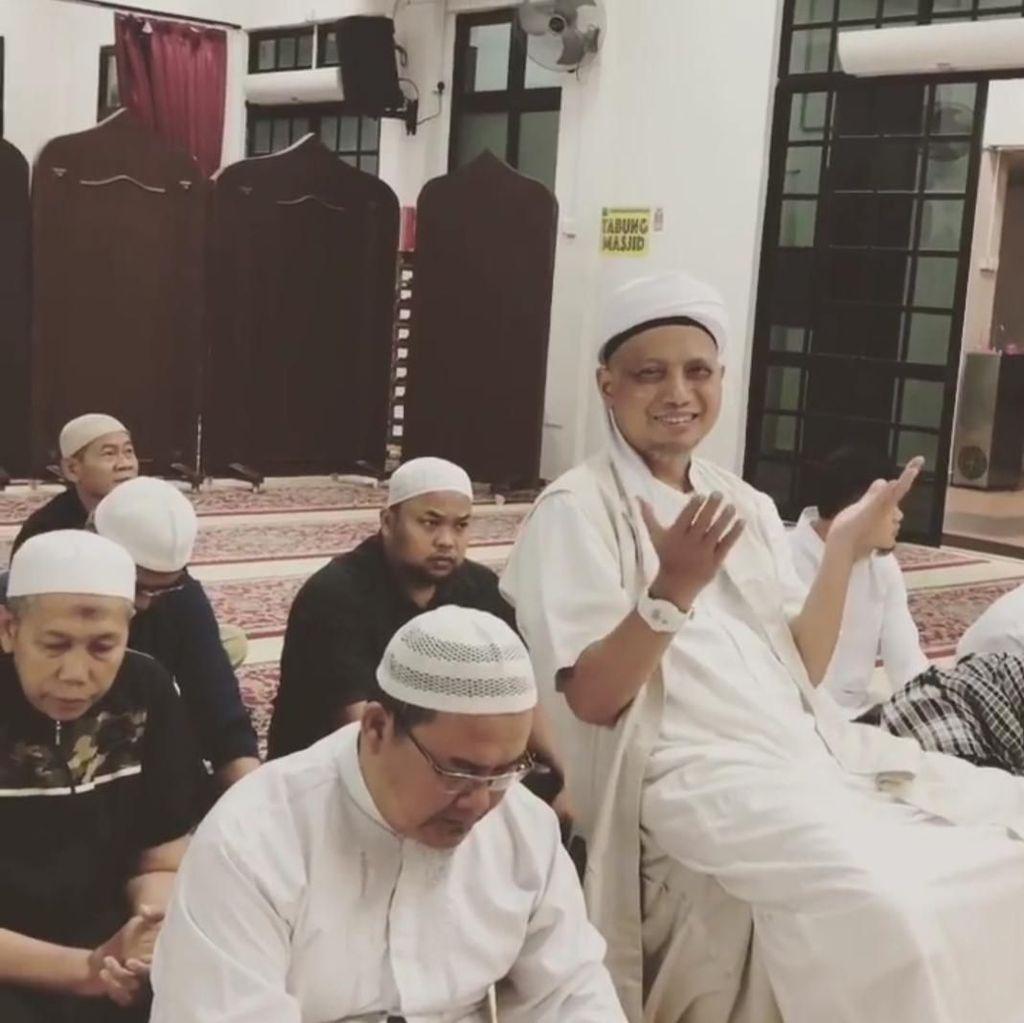 Kondisi Membaik, Arifin Ilham Salat Subuh Berjamaah di Masjid di Penang