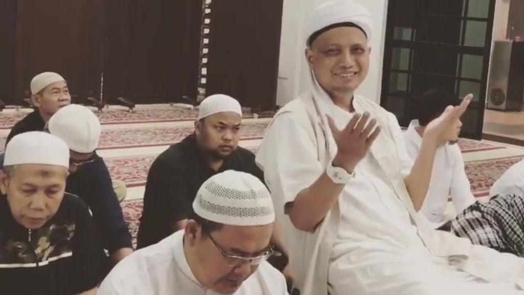 Kondisi Membaik, Arifin Ilham Salat Subuh Berjemaah di Masjid di Penang