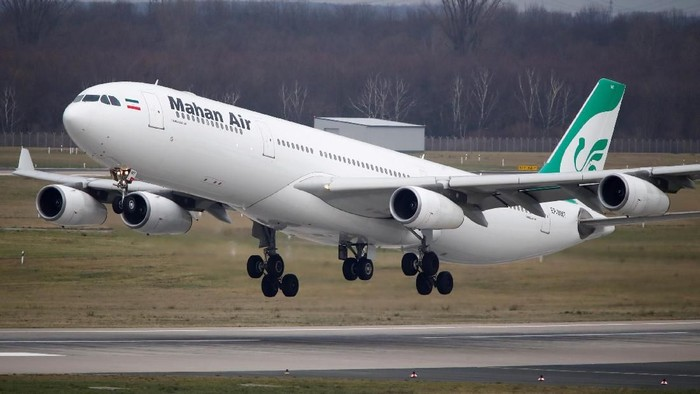 FILE PHOTO: An Airbus A340-300 of Iranian airline Mahan Air taxis at Duesseldorf airport DUS, Germany January 16, 2019. Picture taken January 16, 2019. REUTERS/Wolfgang Rattay/File Photo