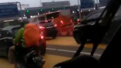 Viral Video Bule Naik Motor Nyasar Masuk Tol Kapuk