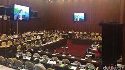 DPR Gelar Rapat Kerja Bareng Mentan dan Dirut BUMN Pangan