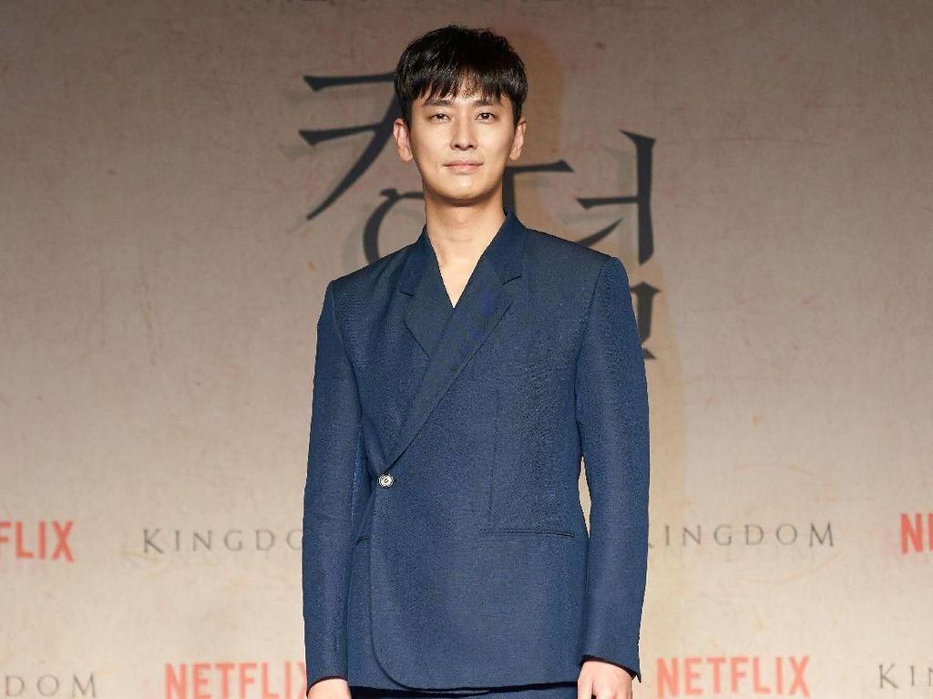 Karier Akting Cemerlang, Apa Daya Tarik Ju Ji-hoon?