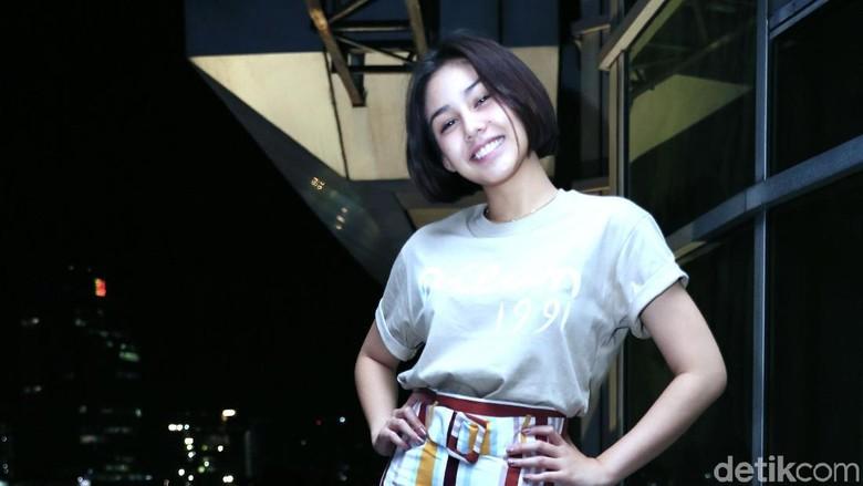 Vanesha Prescilla Dipercaya Bawakan Soundtrack Dilan 1991