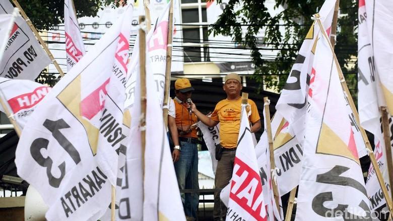 Viral Peserta Kampanye Jokowi Berbaju Hanura Pose 2 Jari, Hanura: Penyusup!