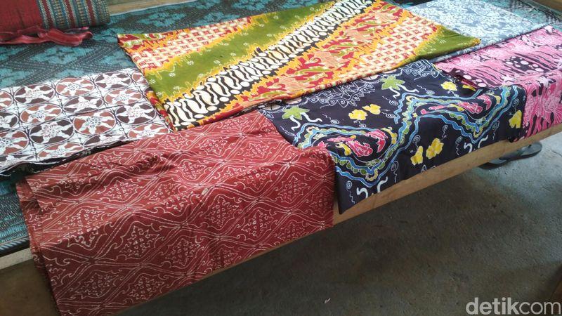 Traveler bisa belajar membuat batik dengan beragam motif, termasuk motif batik nareswari (Erliana Riady/detikTravel)