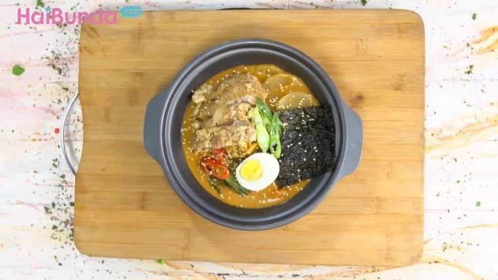Resep Ramen Kuah Gulai Ayam Krispi, Wajib Dicoba Saat Musim Hujan