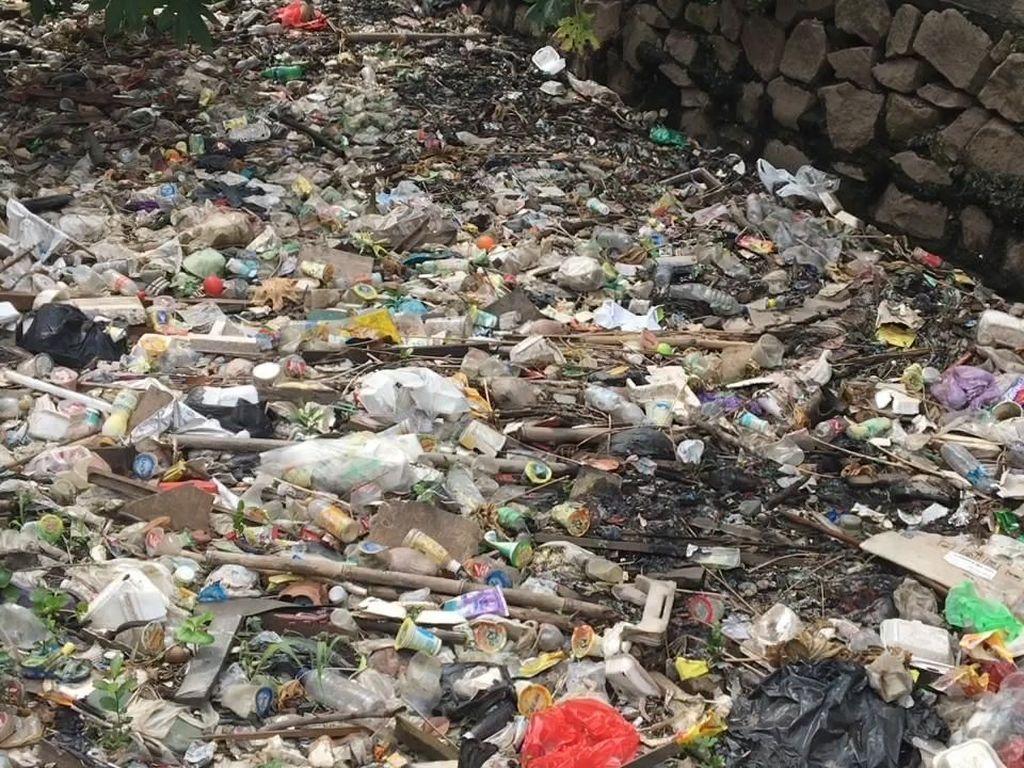 Lagi-lagi Lautan Sampah Ditemukan di Bekasi