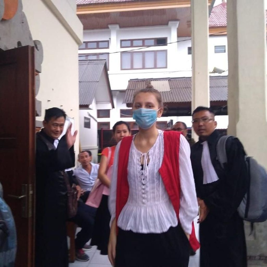 Bawa Ganja ke Bali, Fotografer WN Belarus Duduk di Kursi Pesakitan