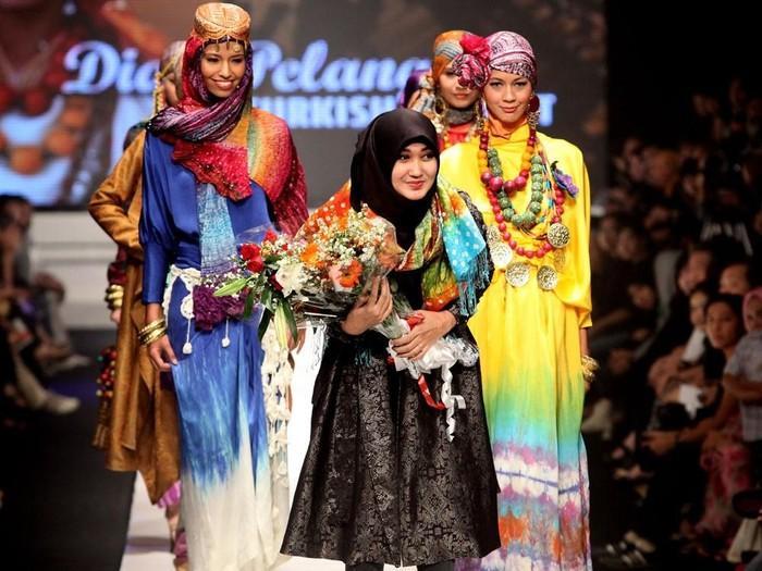 Dian Pelangi di Jakarta Fashion Week 2009. Foto: Istimewa