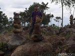 Cerita Warga Soal Penemuan Batu Bersusun di Gunung Silayung Garut