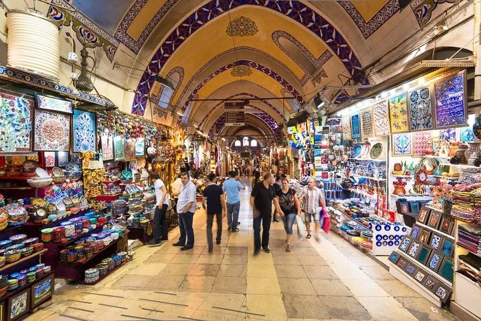 Grand Bazaar dinobatkan sebagai pasar tertua dan terluas di dunia. Pasar ini dibangun pada 1461 atas perintah Sultan Mehmed II, Raja Turki yang berkuasa pada masa itu. Hingga kini Grand Bazaar jadi tujuan wisata banyak orang. Foto: Istimewa