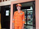 Weits, Ternyata Ada Perempuan Bening Nyempil di Pasukan Oranye!