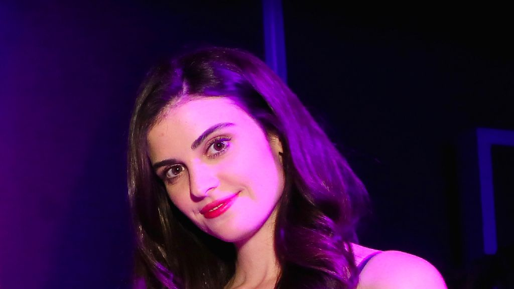Viral di Golden Globes 2019, Pramusaji Air Minum Akhirnya Jadi Aktris