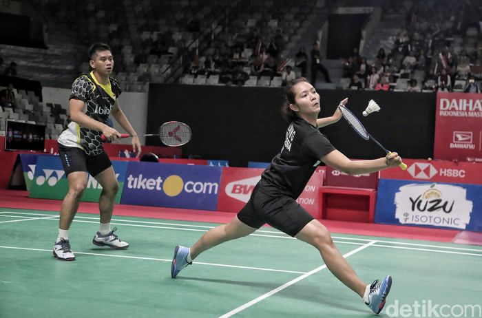 Alfian Eko Prasetya/Marsheilla Gischa Islami bertanding melawan Marcus Ellis/Lauren Smith di babak 32 besar yang berlangsung di Istora Senayan, Jakarta, Selasa (22/1/2019).