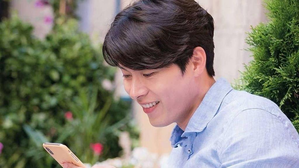 Bikin Gagal Fokus! Begini Gaya Hyun Bin Saat Racik Kopi dan Kulineran