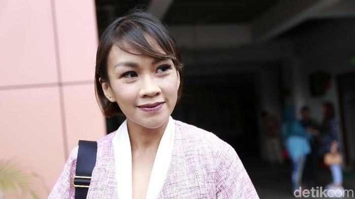 Melanie Putria saat ditemui usai sidang perceraiannya di Pengadilan Agama Jakarta Barat.