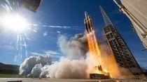 Melihat Satelit Mata-mata Misterius Amerika Melesat ke Angkasa