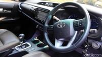 Menariknya, Hilux memiliki airbag terbanyak di kelasnya bahkan mengalahkan Toyota Fortuner yakni 7 airbags. Semuanya bisa ditemukan di pinggiran pintu, bagian depan kursi penumpang, serta lutut.