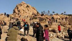 Trekking Menuju Puncak Gunung Favorit Orang Korea Selatan