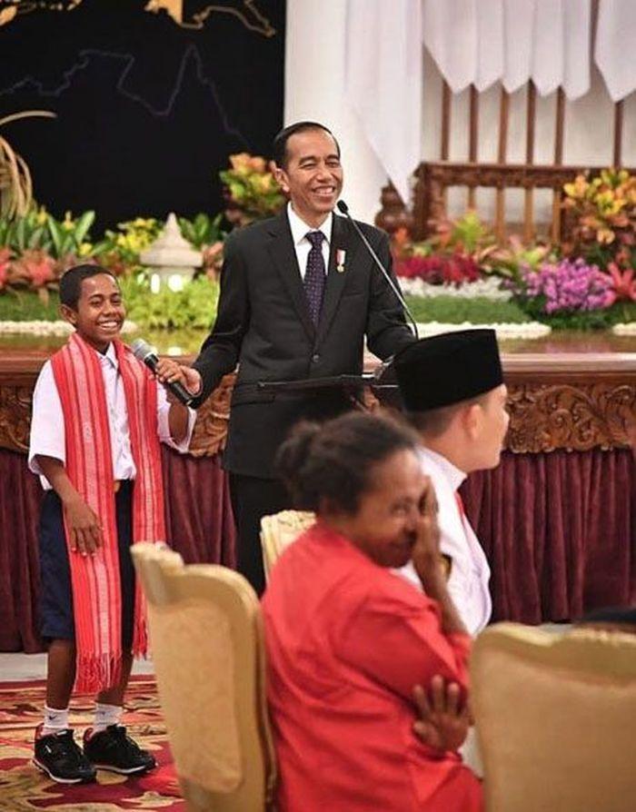 Jokowi mengundang Joni di Istana Negara pada 20 Agustus 2018. Pada kesempatan itu, Jokowi bertanya apa yang diinginkan Joni. Istimewa/Instagram.