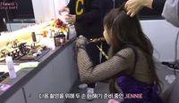 Ini Gaya Jennie 'Blackpink' Saat Makan Sate Ayam Sebelum Syuting