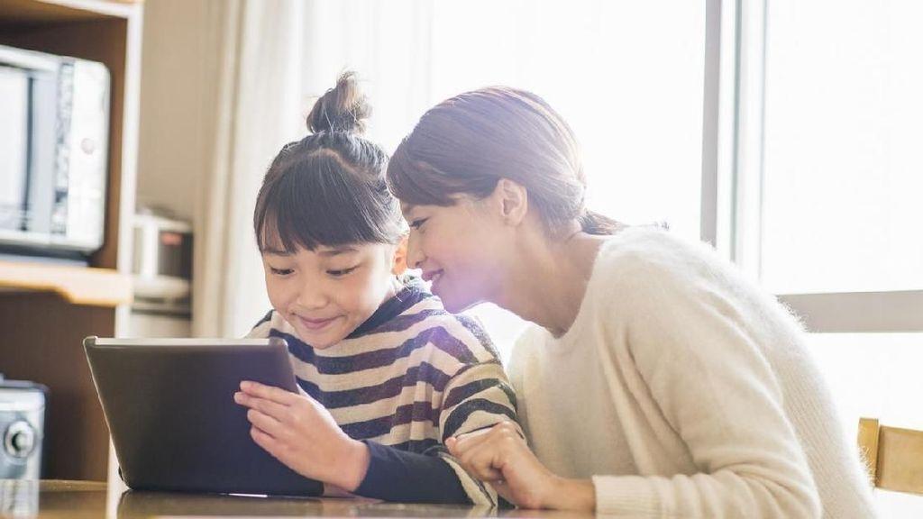 Bunda, Terapkan 4 Aturan Penting Jika Anak Ingin Bermain Medsos