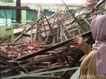 Dimakan Usia dan Diguyur Hujan Deras, Atap 2 Kelas SMP Cirebon Ambruk