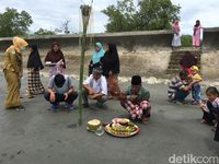Dilanjutkan upacara di tepi pantai (Abdy/detikTravel)