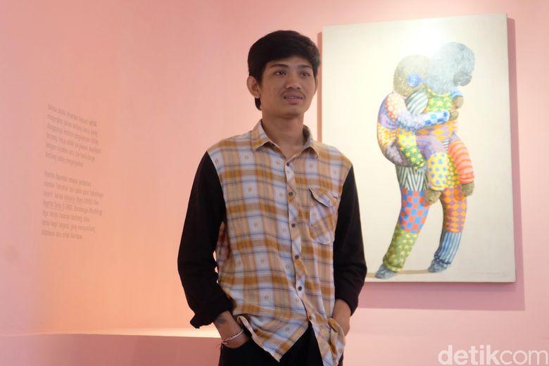 Di pameran tunggal Kaum Mata Kancing, pria yang akrab disapa Kencut memajang 23 lukisan. Foto: Tia Agnes/ detikHOT