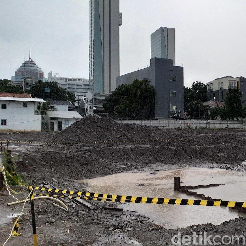 Polisi Izinkan Pengurukan Sisa Galian Basemen di Jalan Gubeng