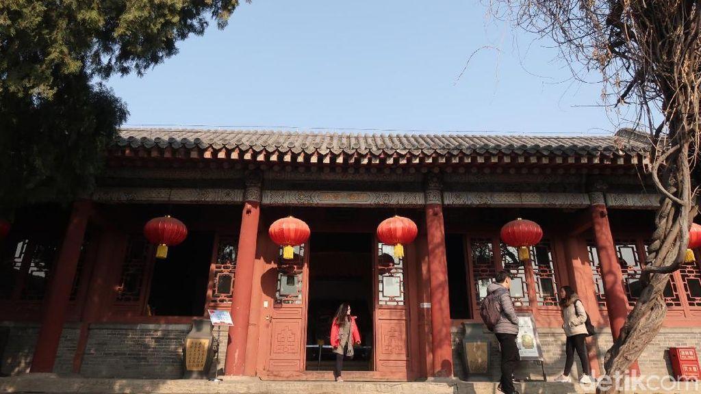 Mengintip Kediaman Kaisar di Kelenteng Tertua China
