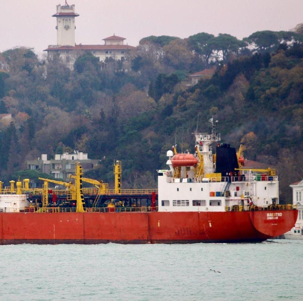 2 Kapal Tanker Terbakar Hebat di Dekat Crimea, 14 Orang Tewas