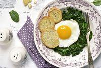 Sarapan Enak Bernutrisi dengan Olahan Bayam dan Telur