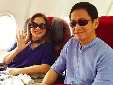 Senang ya, melihat mereka tetap kompak meski sudah menjalani pernikahan 31 tahun. (Foto: Instagram/memes605)