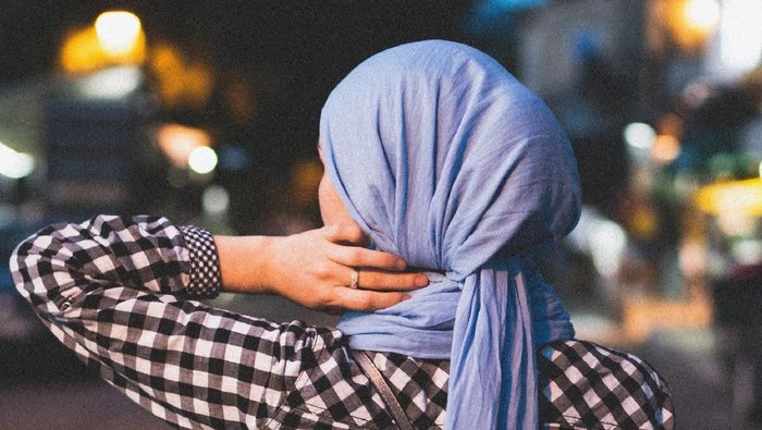 Ilustrasi Lepas Hijab