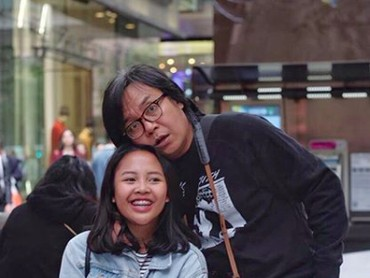 Senyum Audra sumringah banget, kenapa ekspresi Ayah Ari kocak begitu? (Foto: Instagram/@ari_lasso)