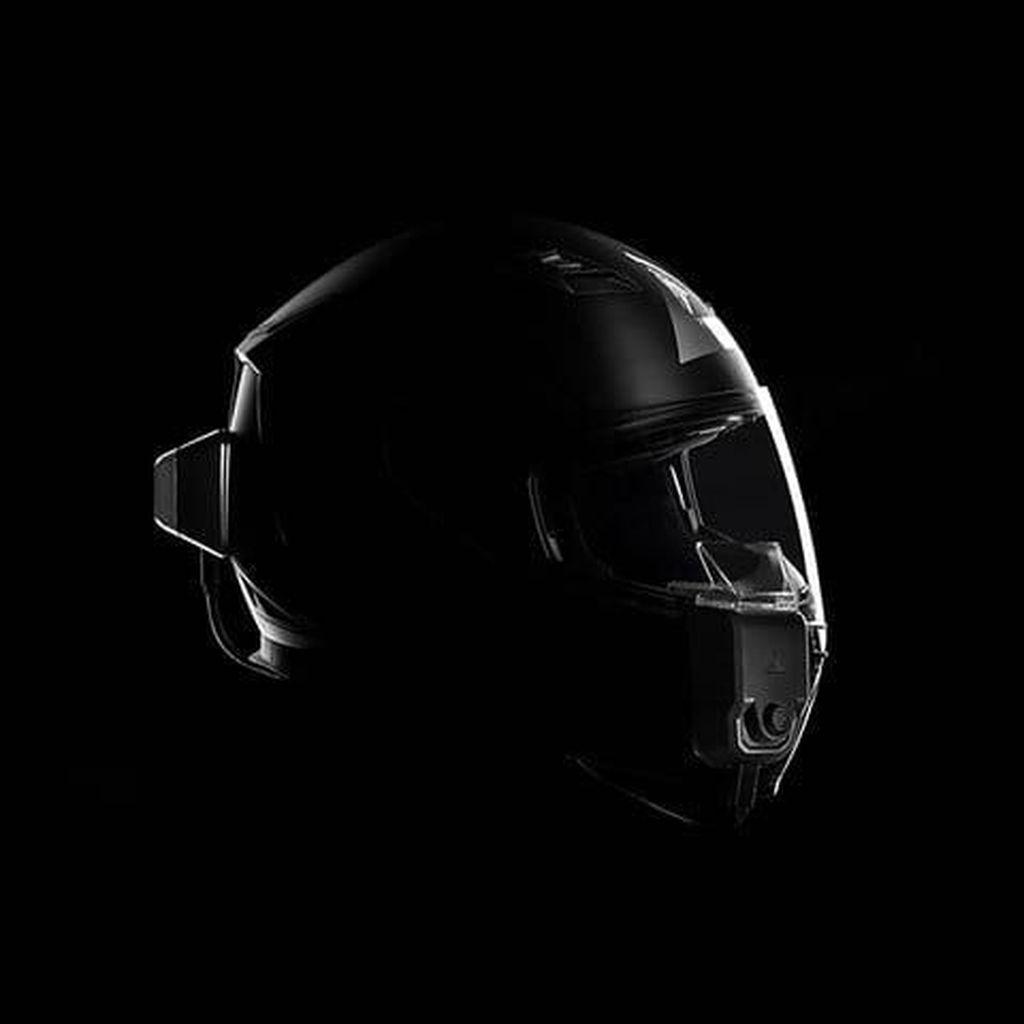Helm yang Bikin Pemotor Tak Perlu Tengok-tengok