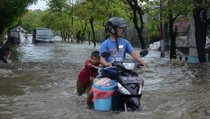Banjir Kepung Makassar, Banyak Kendaraan Mogok